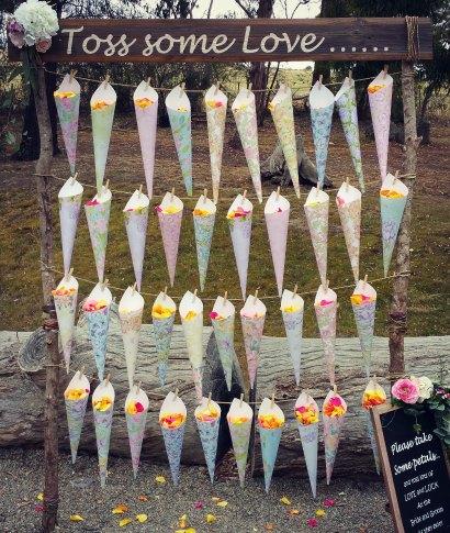 confetti cone stand