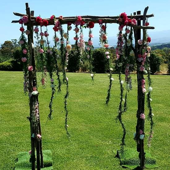 Hanging wedding flowers on arch