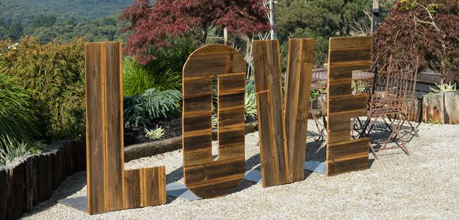 wedding decoratios Giant Timber love letters